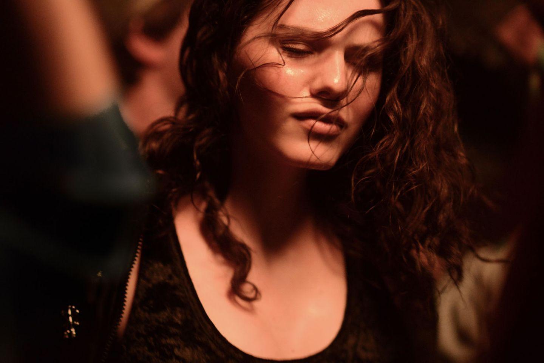 """2015 schaffte es Ruby O. Fee sogar in den Berlinale-Wettbewerb. In Andreas Dresens Romanverfilmung """"Als wir träumten"""" verkörperte sie das coole Mädchen Sternchen. Ihr Spiel war natürlich, intensiv und fesselnd."""
