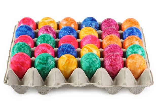 Bunte Mischung: Gefärbte Eier gibt es vor Ostern praktisch überall zu kaufen.