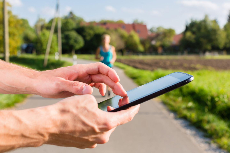 Per App zum Wunschgewicht? Viele Fitness-Anwendungen überfordern ihre Nutzer und können im schlimmsten Fall mehr schaden als nützen.