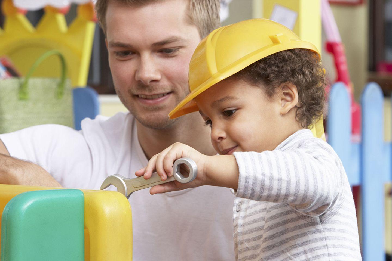 Oft finden Kinder Lösungswege, auf die Erwachsene gar nicht kommen - und sie finden den Spaß in allen Arbeiten