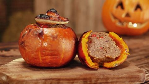 Halloween Rezept: Leckerer Hokkaido-Kürbis mit Hackfleisch-Gemüse-Füllung