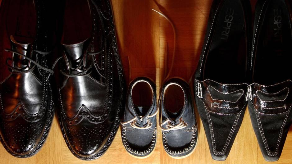 Schuheputzen leicht gemacht: So bringen Sie Glattlederschuhe zum Strahlen