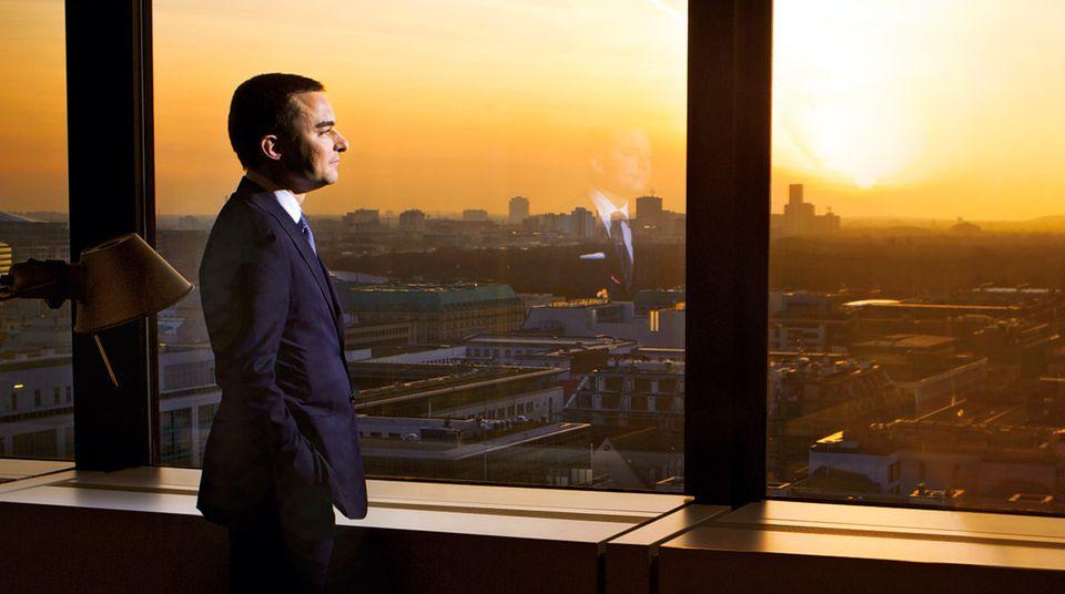 Berlin, Friedrichstraße 95. Die 16. Etage hat Lars Windhorst für seine Investmentfirma Sapinda gemietet, inklusive Blick auf den Reichstag aus seinem Büro.