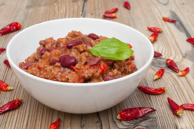 Mit nur drei Zutaten und etwas Zeit kann man ein köstliches Chili zaubern