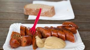 Kaum ein Grillfest ohne Wurst. Aber es gibt Unterschiede: Der neue Einkaufsführer für Fleisch und Wurst vom WWF zeigt, welches Fleisch empfehlenswert ist.