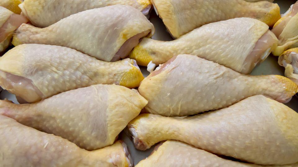 """""""Ernstes Problem"""": In einer Untersuchung waren zwei von drei Proben Hähnchenfleisch mit multiresistenten Keimen belastet."""