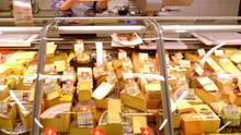 tauchen die Märkte die Käsetheke - so verführt das Angebot viel eher zum Kauf.