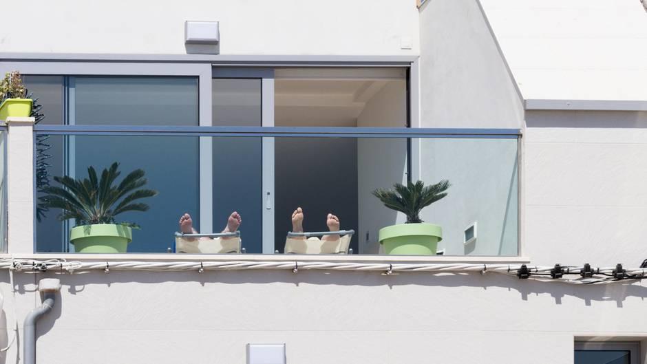 balkon und garten grillen feiern oder sex das ist alles verboten. Black Bedroom Furniture Sets. Home Design Ideas