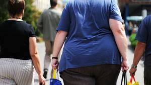Schweres Leiden: Krankhaft übergewichtige Menschen haben ein erhöhtes Risiko für Diabetes und bestimmte Krebsarten - und die Zahl derer, die darunter leiden, steigt.