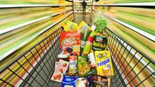 Aldi und Lidl gegen Edeka und Rewe: Die Discounter sind längst nicht mehr unangefochten billig. Die Supermärkte bieten günstige Eigenmarken an.