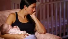 Überfordert und gestresst: Mütter muten sich viel zu viel zu. Dagegen hilft nur eins: mal alle Fünfe gerade sein lassen.