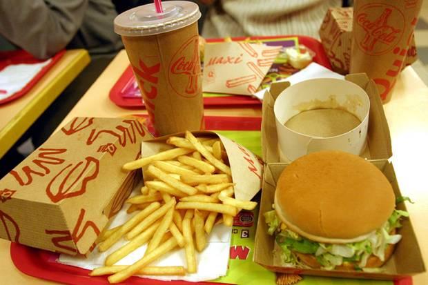 Fett und ohne Ballaststoffe: Fast Food kann krank machen