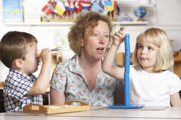 Sie fiebern mit, sie lieben ihren Job, sie sind unseren Kindern enge Vertraute: Erzieher haben mehr Geld verdient!