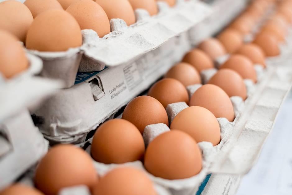 Eier im Supermarkt kaputt machen