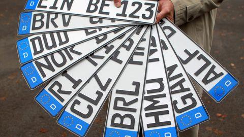 Rechte Aktivisten missbrauchen die Wunschkennzeichen, um ihre Gesinnung zu demonstrieren.