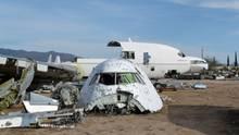 Flugzeuge auf der Wüsten-Schlachtbank
