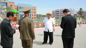 Kim Jong Un besucht Waisenheim in Nordkorea