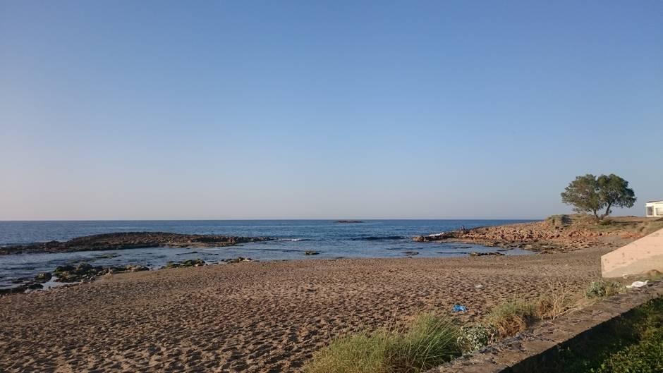 Einsamer Strand im Touristenörtchen: Malia auf Kreta wartet noch auf die Hochsaison.