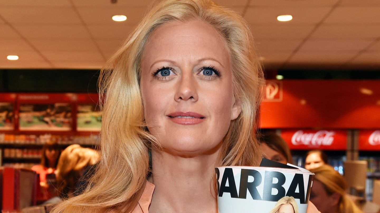 """Barbara Schöneberger stellte das neue Frauenmagazin """"Barbara"""" am Donnerstag in einem Zeitschriftenladen am Berliner Hauptbahnhof vor"""