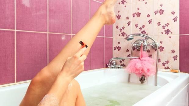 Mit dem Kult um den haarlosen Körper verdient sich die Kosmetikbranche eine goldene Nase. Doch welche Methode ist wann ratsam?