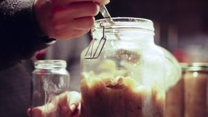 Einmachglas mit Grillsauce