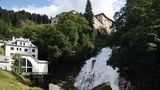 Das Wasserkraftwerk wurde 1914 gebaut und steht inzwischen unter Denkmalschutz. Hier beziehen die Stipendiaten der Kunstresidenz ihre Ateliers. Vier Wochen lang arbeiten sie in unmittelbarer Nachbarschaft des Wasserfalls.
