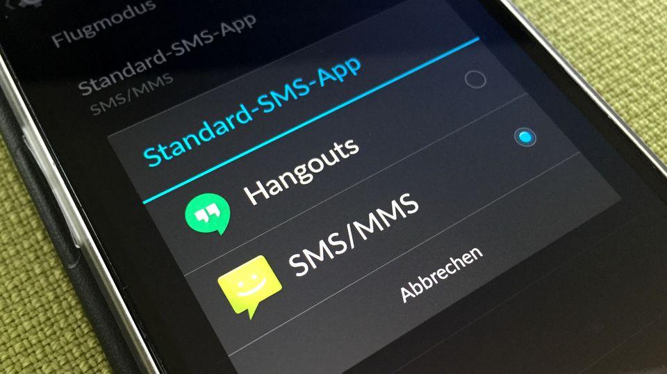 Im entsprechenden Menü-Punkt listet Android alle installierten SMS-Apps