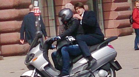 Überfall auf Juwelier - hier flüchten die Täter auf einem Motorroller