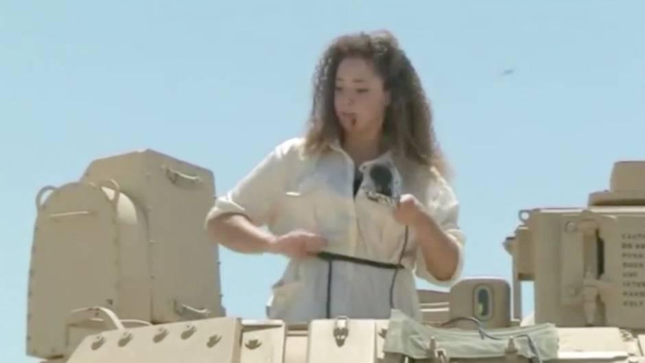 Fraum kämpft mit Zikaden