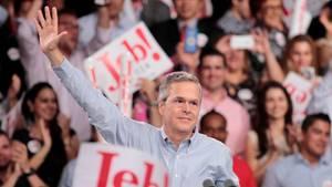 Jeb Bush winkt bei der Verkündung seiner Kandidatur in Miami seinen Anhängern zu