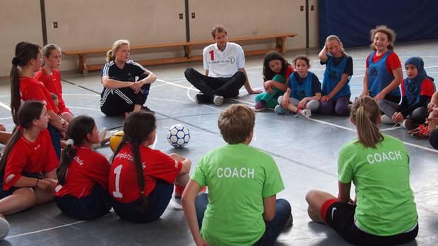 """Jens Lehmann hört den """"Coaches"""" zu"""