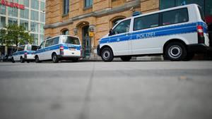 Autos der Bundespolizei in Hannover: Ein gefolterter Flüchtling bestätigt Vorwürfe gegen Bundespolizisten