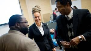Rachel Dolezal als sie gerade zur Präsidentin der Schwarzenorganisation NAACP gewählt wurde. (Archivbild)