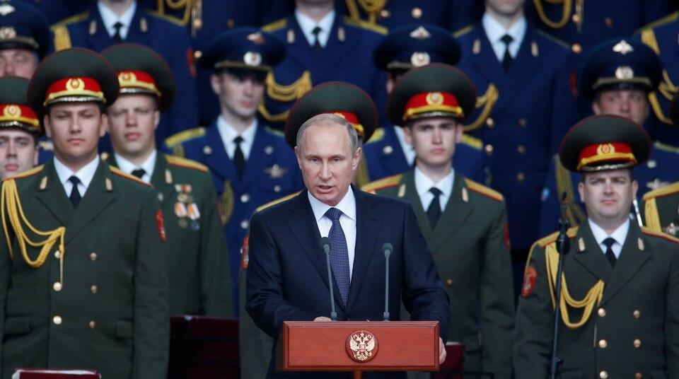 """Russlands Präsident Wladimir Putin bei der Eröffnungsrede des Internationalen Militär-Forums """"Army 2015"""" der russischen Armee in der Nähe von Moskau."""