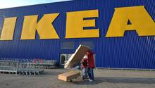 Große Möbelpakete schleppen? Möbel im Netz einzukaufen, macht das Shoppen bequemer.