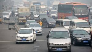 Straßensperren wegen Smog sind in Peking alltäglich.