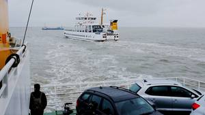 Bei einem missglückten Anlegemanöver einer Norderney-Fähre wurden sieben Menschen verletzt (Archivbild)