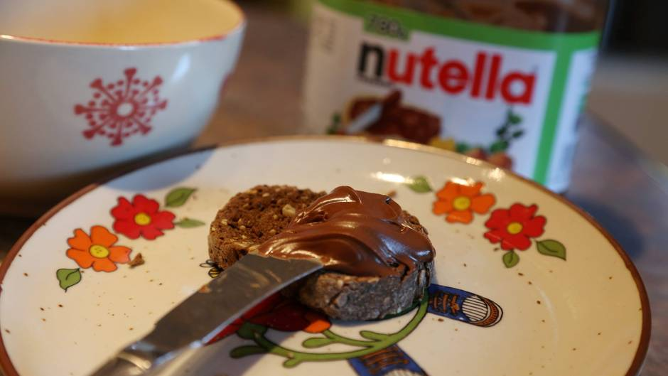 In Nutella ist Palmöl enthalten - die französische Umweltministerin ruft nun zum Boykott des Brotaufstrichs auf.