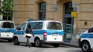 Bundespolizisten in Hannover soll einen Mann im Polizei-Bully verprügelt haben