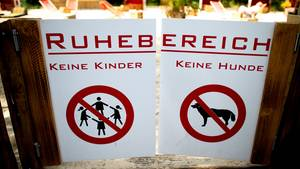 In diesem Bereich eines Düsseldorfer Biergartens sind Kinder nicht erwünscht