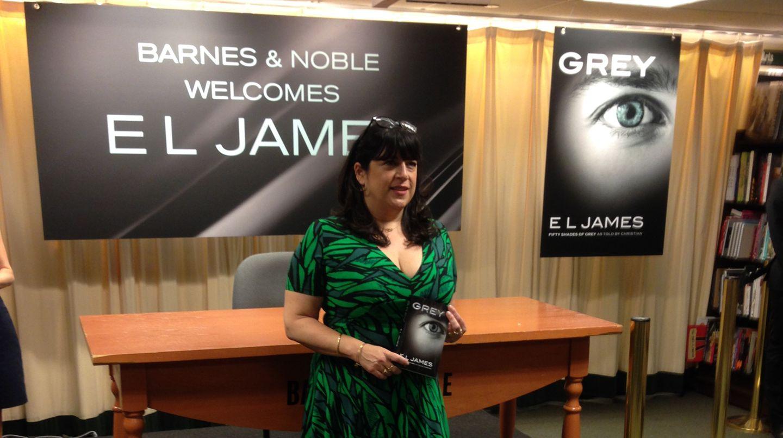 """Willkommen, """"Grey"""": E.L. James hat am Donnerstag ihr neues Buch in New York präsentiert - """"Fifty Shades of Grey"""" aus der Sicht des Mannes."""