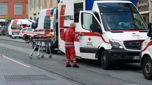 Rettungswagen in der Fußgängerzone von Graz