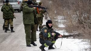 Pro-Russische Separatisten in der Ostukraine - trotz offiziellem Waffenstillstand kommt es immer wieder zu Gefechten