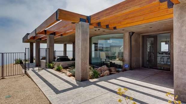 Massiv und doch offen: Der Eingangsbereich von Caitlyn Jenners Villa heißt einen willkommen