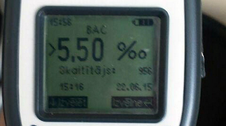Das Messgerät der Polizei zeigt 5,5 Promille an