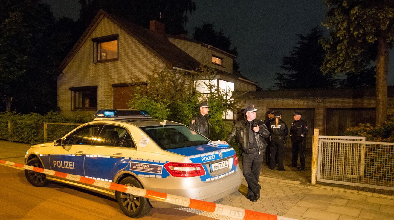 Ein Hamburger hat einen Mann erschossen, der offenbar in sein Haus eindringen wollte. Der mutmaßliche Einbrecher erlag seinen Verletzungen