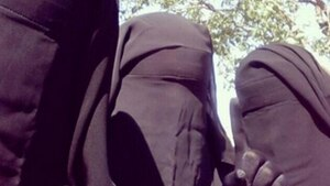 Der Islamische Staat wirbt Frauen im Internet über Facebook und Twitter an