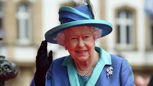 Queen Elizabeth II. bei ihrer Ankunft vor der Frankfurter Paulskirche