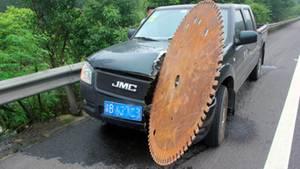 Die Sägescheibe, die den Wagen des Herrn Xiang traf,hat einen Durchmesser von fast 1,5 Metern