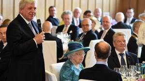 Er saß neben der Queen: Hessens Ministerpräsident Volker Bouffier bei seinem Toast auf die britische Königin.